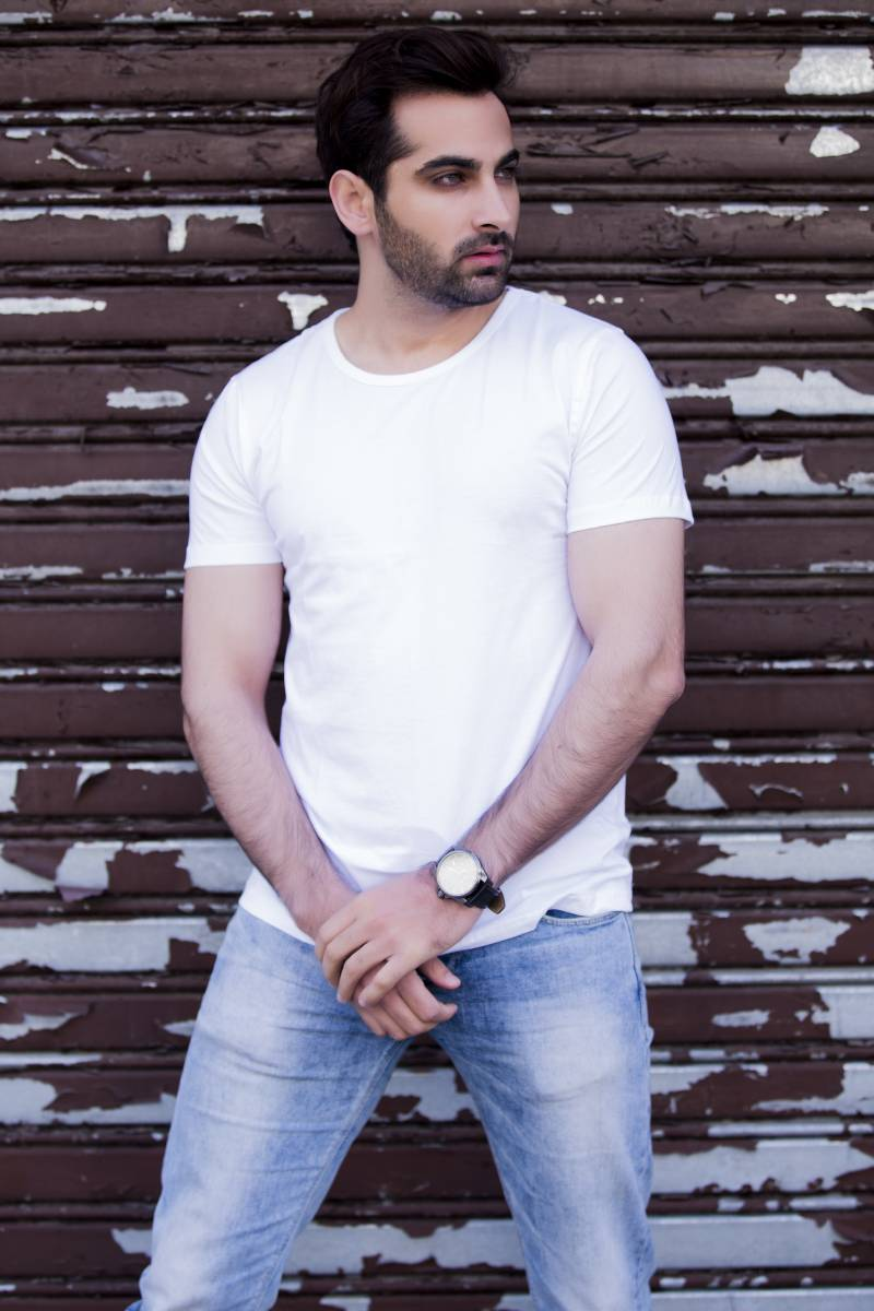 Solid White Round Neck T-shirt for Men - Modern Fit